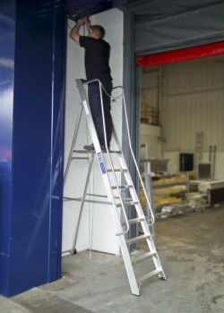 Professional Widestep Stepladder to EN131-2