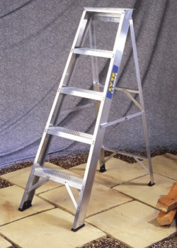 Heavy Duty Industrial Swingback Steps-BS2037 Class 1